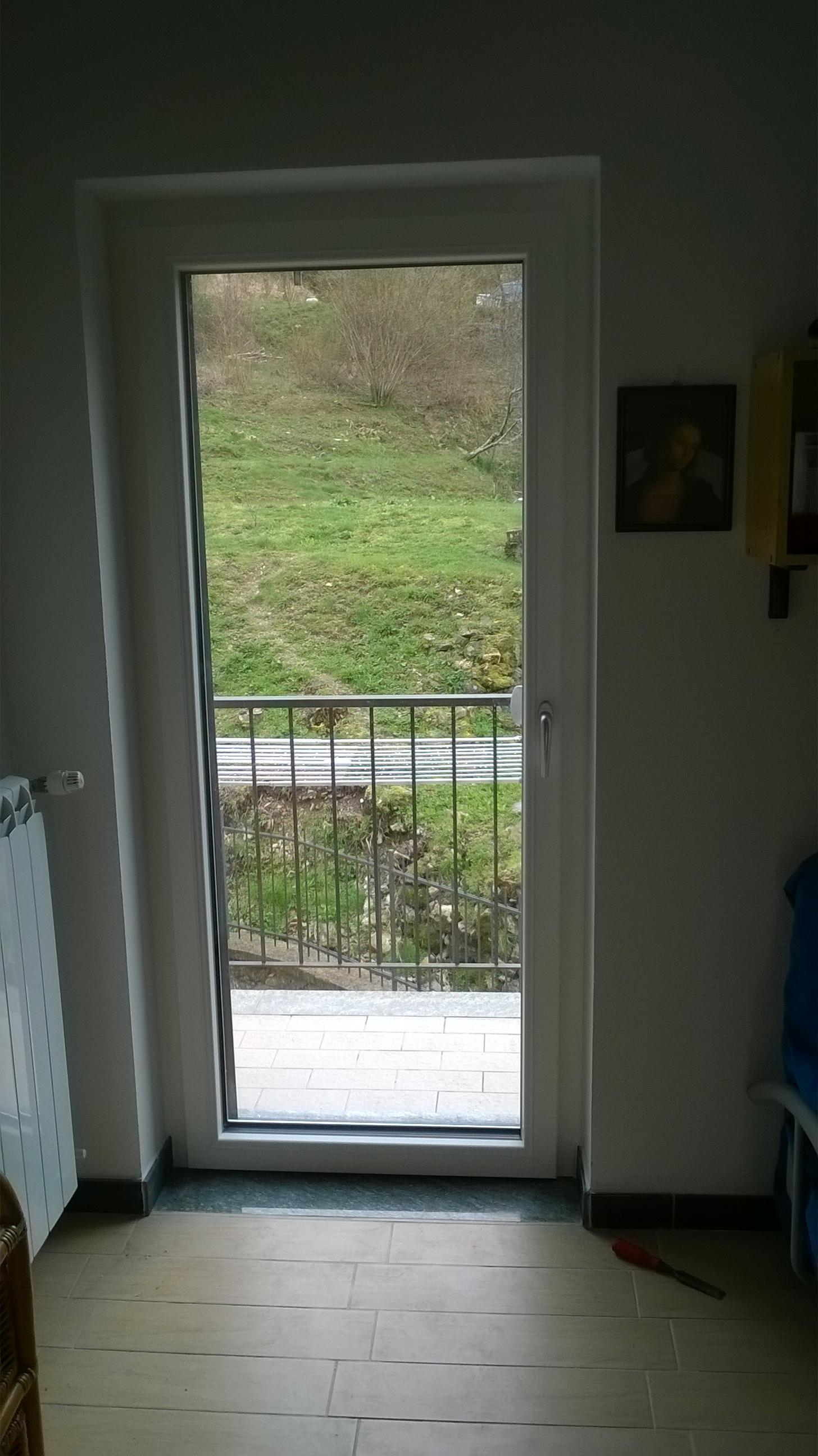 Muffa Vicino Agli Infissi hai problemi di muffa vicino alle finestre] < finestre e